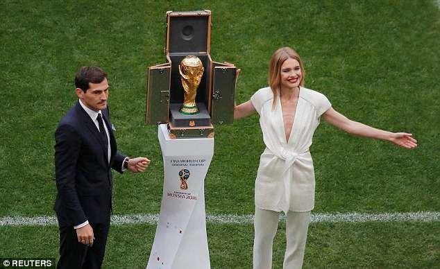 Tiết lộ về 'bóng hồng' Nga mở khóa vali đựng cúp vàng World Cup ảnh 15