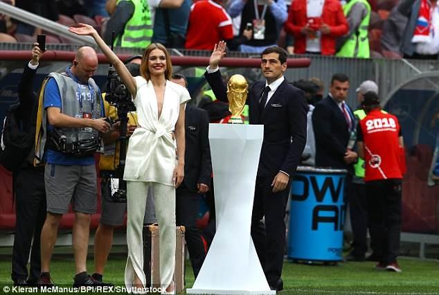 Tiết lộ về 'bóng hồng' Nga mở khóa vali đựng cúp vàng World Cup ảnh 17