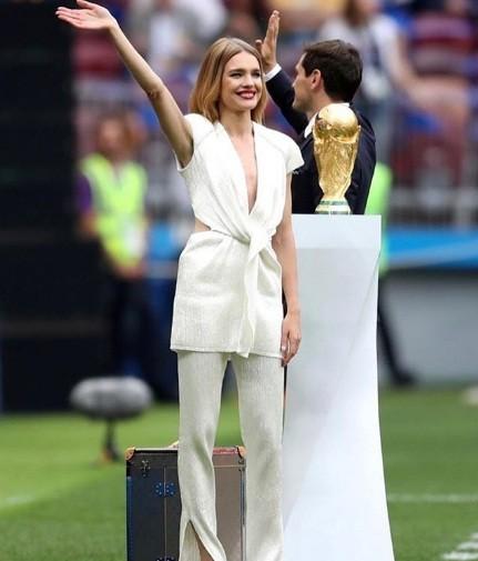 Tiết lộ về 'bóng hồng' Nga mở khóa vali đựng cúp vàng World Cup ảnh 16