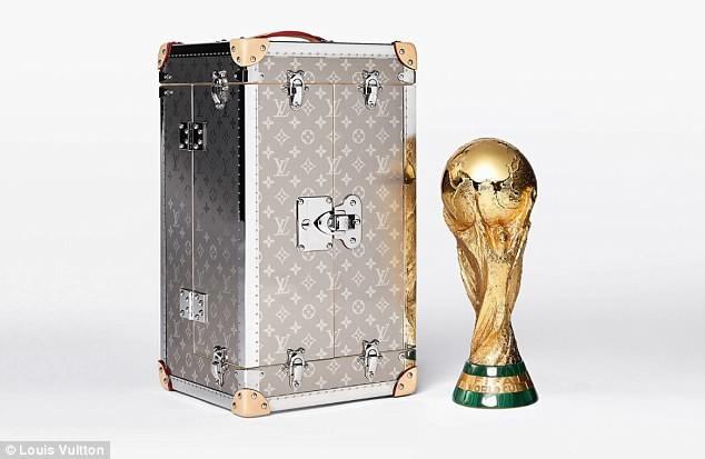 Tiết lộ về 'bóng hồng' Nga mở khóa vali đựng cúp vàng World Cup ảnh 2