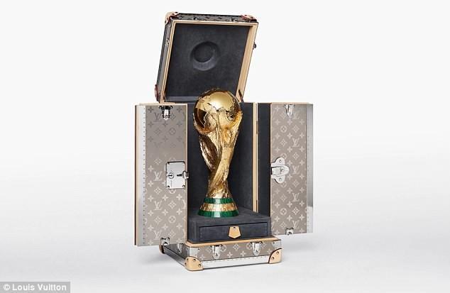 Tiết lộ về 'bóng hồng' Nga mở khóa vali đựng cúp vàng World Cup ảnh 1