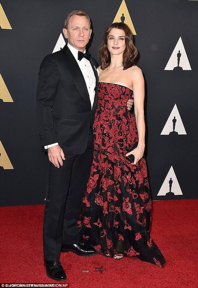Vợ 'điệp viên 007' Daniel Craig mang bầu ở tuổi 48 ảnh 5