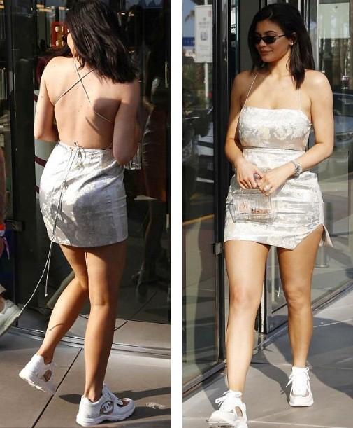 Em út Kim Kardashian gợi cảm sau sinh với váy như... tạp dề ảnh 5