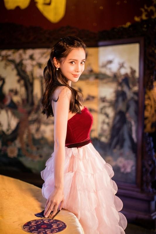 Người đẹp lai Angelababy trẻ xinh như công chúa với váy vai trần ảnh 11