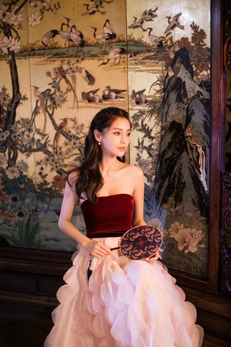 Người đẹp lai Angelababy trẻ xinh như công chúa với váy vai trần ảnh 10