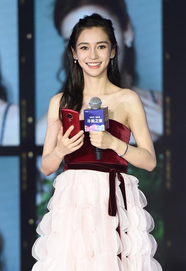 Người đẹp lai Angelababy trẻ xinh như công chúa với váy vai trần ảnh 6