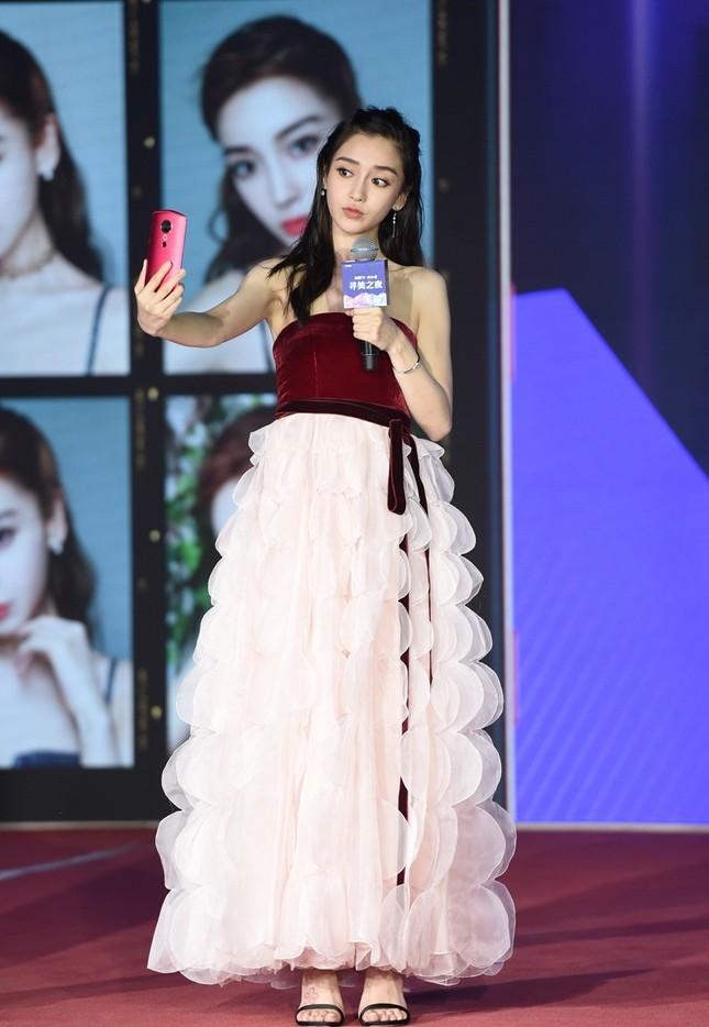 Người đẹp lai Angelababy trẻ xinh như công chúa với váy vai trần ảnh 8