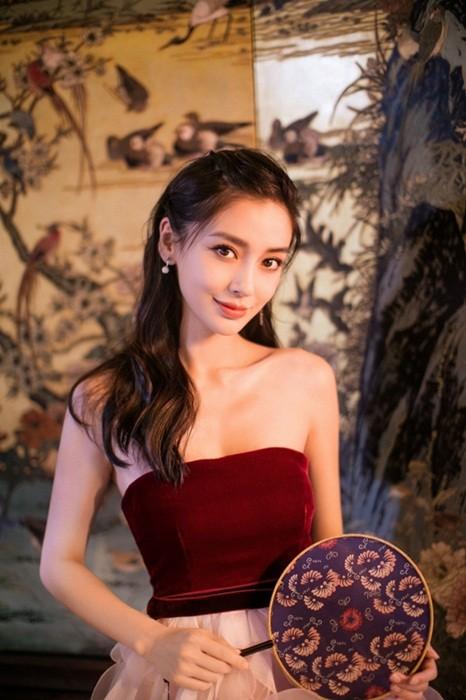 Người đẹp lai Angelababy trẻ xinh như công chúa với váy vai trần ảnh 9