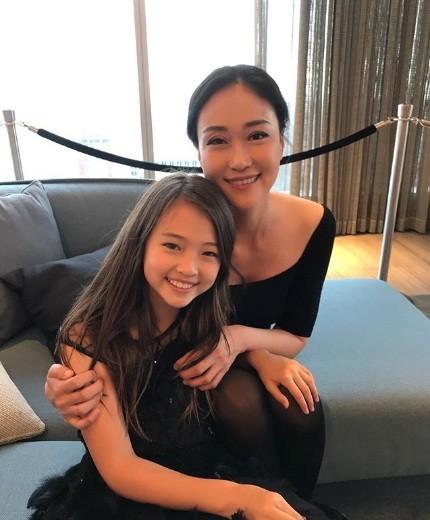 Thiên thần lai 10 tuổi xinh đẹp khiến showbiz Hàn 'dậy sóng' ảnh 2
