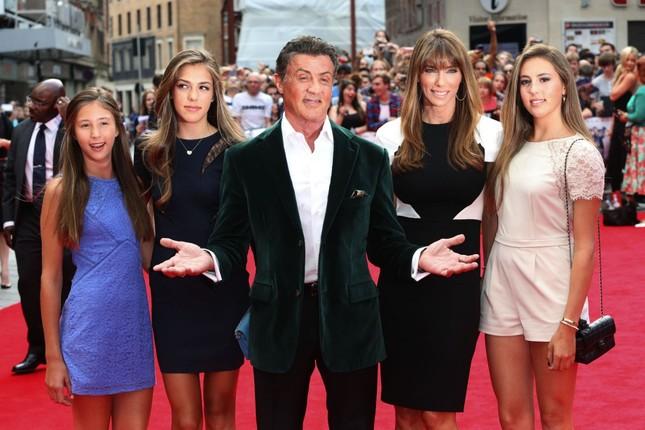 Vợ và con gái 'người hùng cơ bắp' Sylvester Stallone siêu quyến rũ ảnh 8