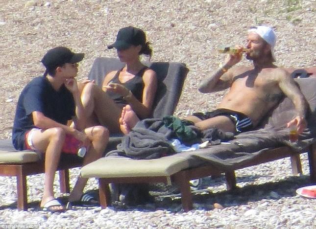 Vợ chồng David Beckham đưa các con đi tắm biển ở Croatia ảnh 10