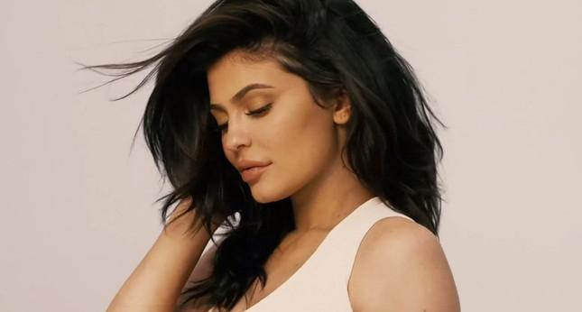 'Phát sốt' khoảnh khắc táo bạo của em út Kim Kardashian bên bạn trai ảnh 12