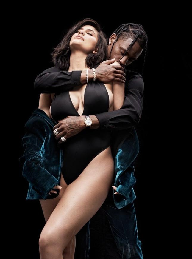 'Phát sốt' khoảnh khắc táo bạo của em út Kim Kardashian bên bạn trai ảnh 1