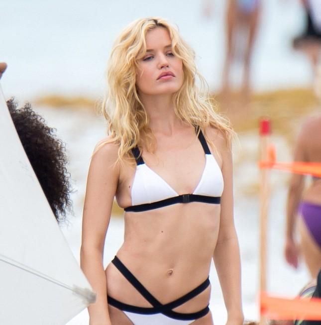 Con gái huyền thoại Rolling Stones hóa thiên thần bikini quyến rũ ảnh 2