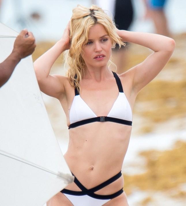 Con gái huyền thoại Rolling Stones hóa thiên thần bikini quyến rũ ảnh 3