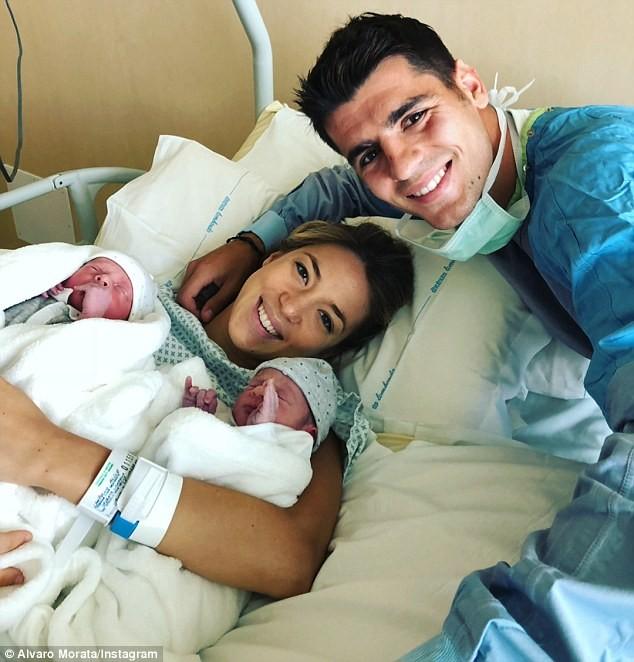 Chân sút Tây Ban Nha Morata đón hai con trai sinh đôi đầu lòng ảnh 1