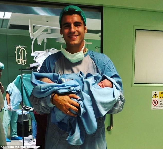 Chân sút Tây Ban Nha Morata đón hai con trai sinh đôi đầu lòng ảnh 3