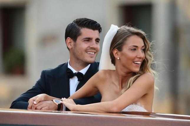 Chân sút Tây Ban Nha Morata đón hai con trai sinh đôi đầu lòng ảnh 5