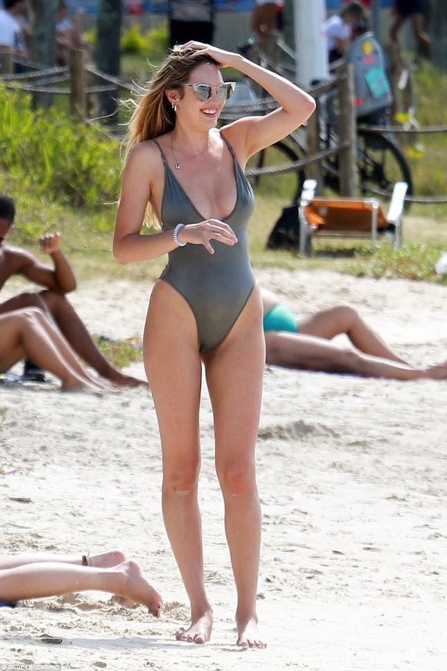 Thiên thần nội y Candice Swanepoel nảy nở gợi cảm sau sinh 1 tháng ảnh 6