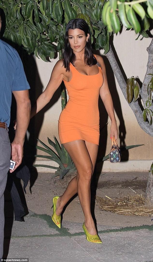 Chị cả nhà Kardashian: 39 tuổi, sinh 3 con vẫn trẻ đẹp hơn các em gái ảnh 1