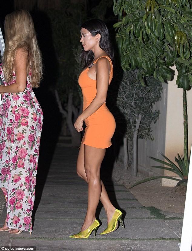 Chị cả nhà Kardashian: 39 tuổi, sinh 3 con vẫn trẻ đẹp hơn các em gái ảnh 2