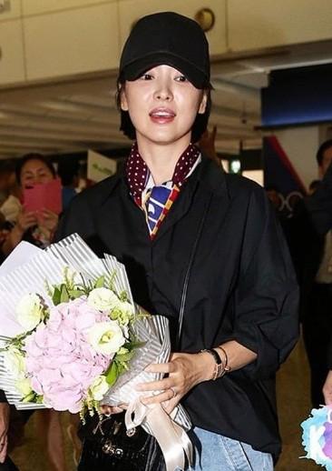 Song Hye Kyo U40 vẫn trẻ trung năng động, giản dị không ngờ ảnh 8