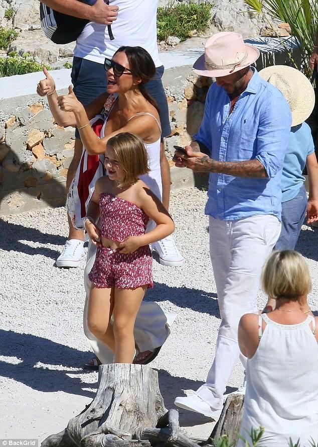 'Công chúa' 7 tuổi nhà Beckham bụ bẫm, tóc ngắn cực dễ thương ảnh 7