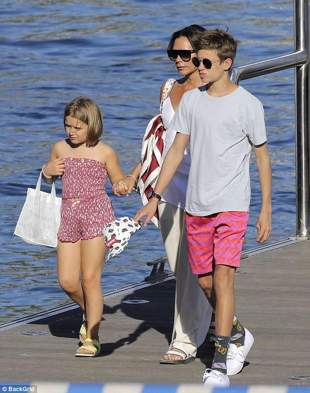 'Công chúa' 7 tuổi nhà Beckham bụ bẫm, tóc ngắn cực dễ thương ảnh 9