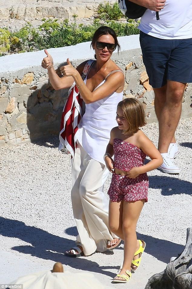 'Công chúa' 7 tuổi nhà Beckham bụ bẫm, tóc ngắn cực dễ thương ảnh 10