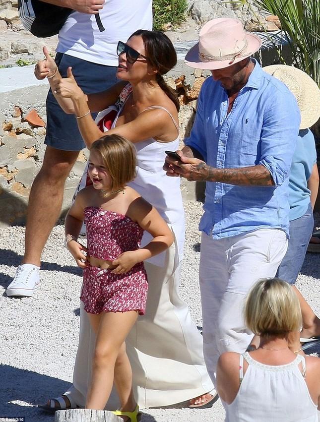 'Công chúa' 7 tuổi nhà Beckham bụ bẫm, tóc ngắn cực dễ thương ảnh 13