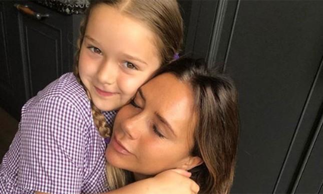 'Công chúa' 7 tuổi nhà Beckham bụ bẫm, tóc ngắn cực dễ thương ảnh 1