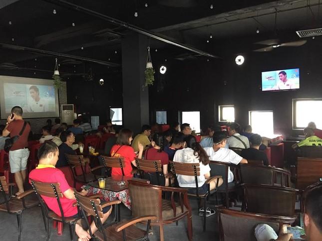 Cổ động viên tiếc nuối khi Việt Nam thua ở loạt penalty ảnh 15