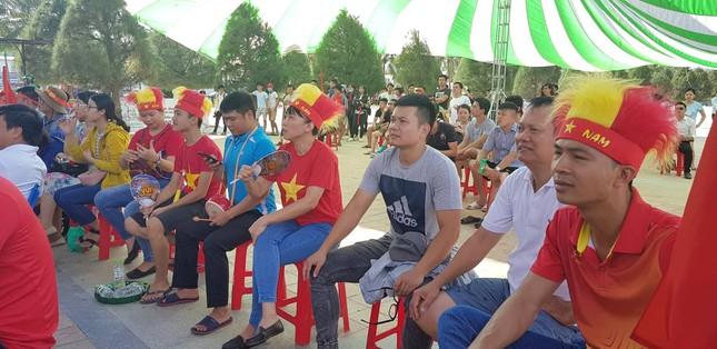 Cổ động viên tiếc nuối khi Việt Nam thua ở loạt penalty ảnh 21