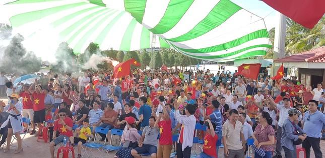 Cổ động viên tiếc nuối khi Việt Nam thua ở loạt penalty ảnh 30