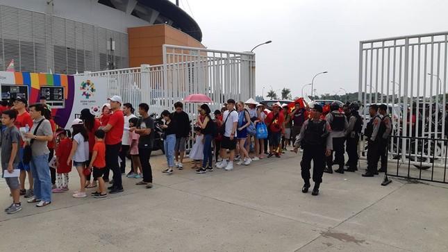 Olympic Việt Nam - UAE: An ninh vào sân vận động được thắt chặt ảnh 4