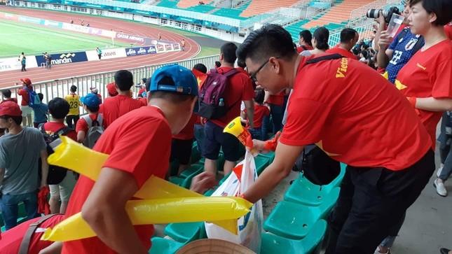 Cổ động viên tiếc nuối khi Việt Nam thua ở loạt penalty ảnh 39