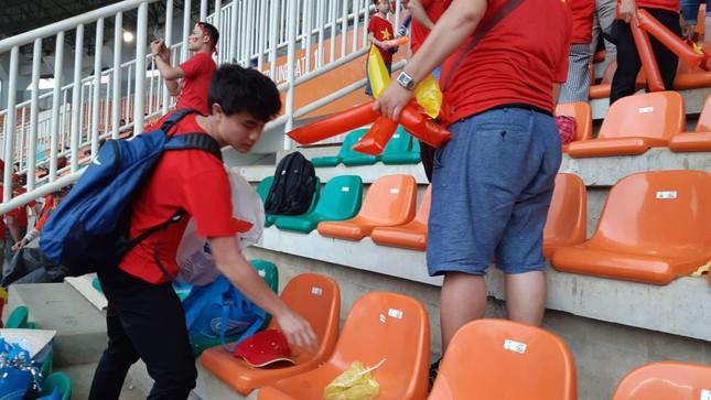 Cổ động viên tiếc nuối khi Việt Nam thua ở loạt penalty ảnh 41