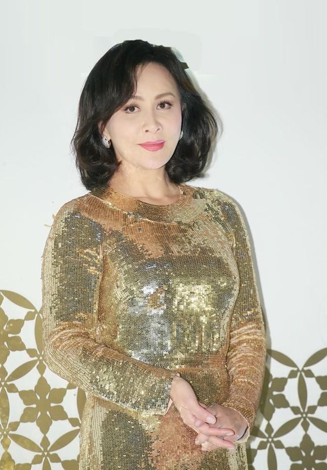 'Nữ hoàng màn ảnh' Hồng Kông Lưu Gia Linh U60 trẻ đẹp rực rỡ ảnh 8