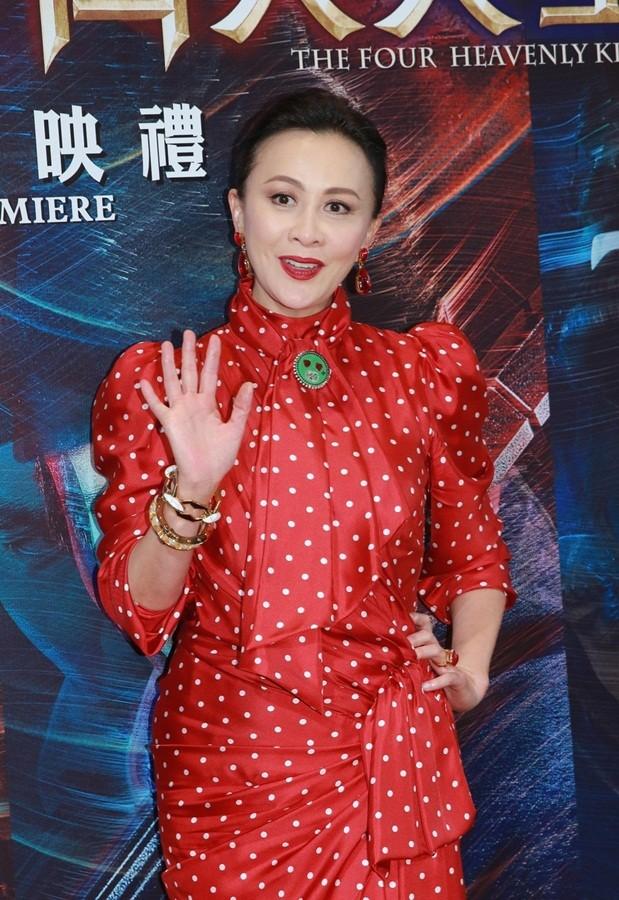 'Nữ hoàng màn ảnh' Hồng Kông Lưu Gia Linh U60 trẻ đẹp rực rỡ ảnh 4
