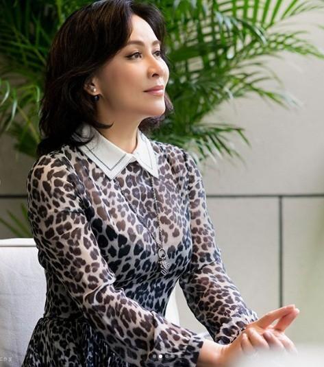 'Nữ hoàng màn ảnh' Hồng Kông Lưu Gia Linh U60 trẻ đẹp rực rỡ ảnh 10