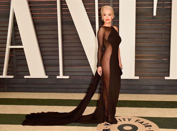 Rita Ora mải giữ váy vì trót mặc xuyên thấu hớ hênh ảnh 9
