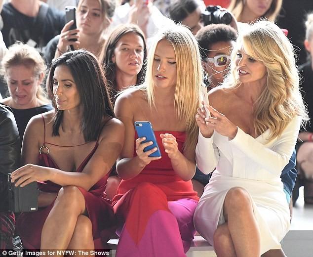 Mỹ nhân U70 Christie Brinkley trẻ đẹp rạng ngời bên con gái đôi mươi ảnh 4
