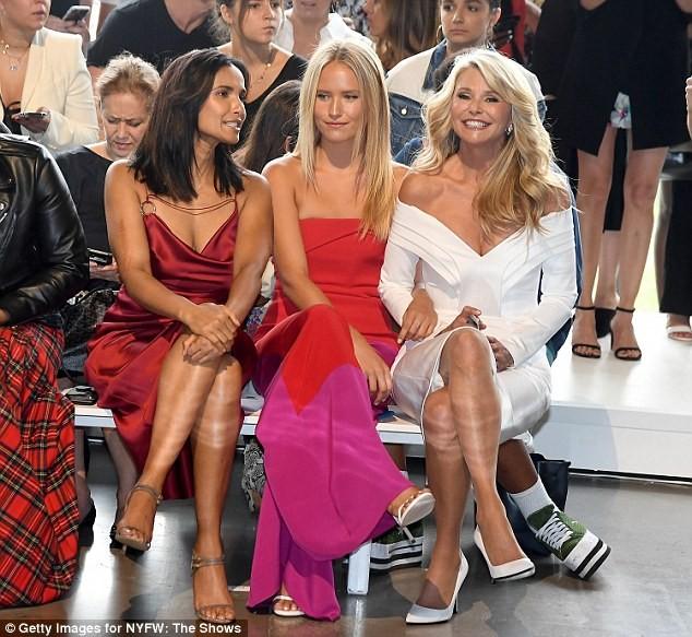 Mỹ nhân U70 Christie Brinkley trẻ đẹp rạng ngời bên con gái đôi mươi ảnh 5