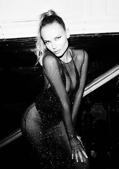 Đường cong 'nảy lửa' của mỹ nhân Nga Natasha Poly ảnh 6