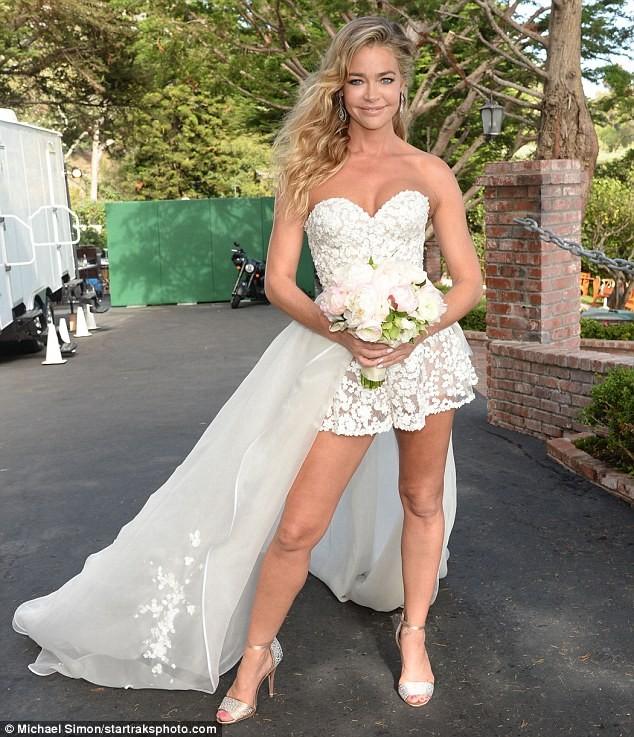 Cô đào 'bốc lửa' Denise Richards trẻ đẹp khi tái hôn ở tuổi 47 ảnh 4