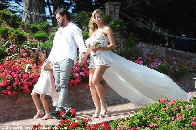 Cô đào 'bốc lửa' Denise Richards trẻ đẹp khi tái hôn ở tuổi 47 ảnh 6