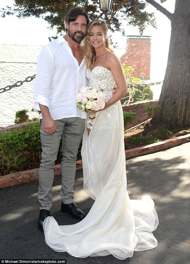 Cô đào 'bốc lửa' Denise Richards trẻ đẹp khi tái hôn ở tuổi 47 ảnh 9