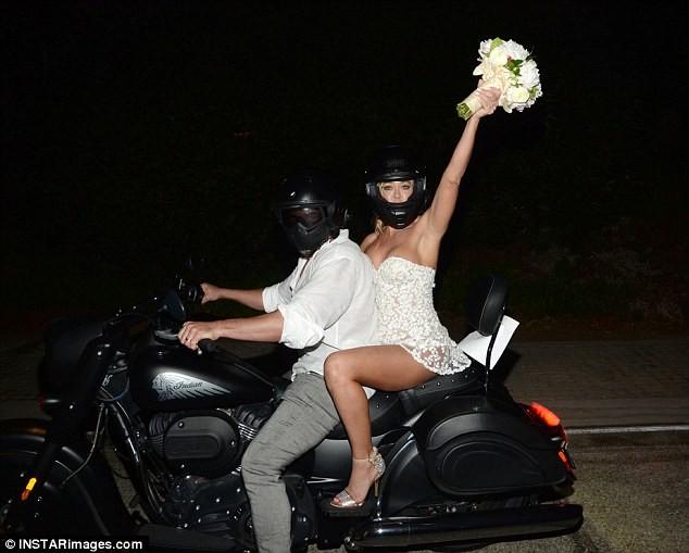 Cô đào 'bốc lửa' Denise Richards trẻ đẹp khi tái hôn ở tuổi 47 ảnh 24
