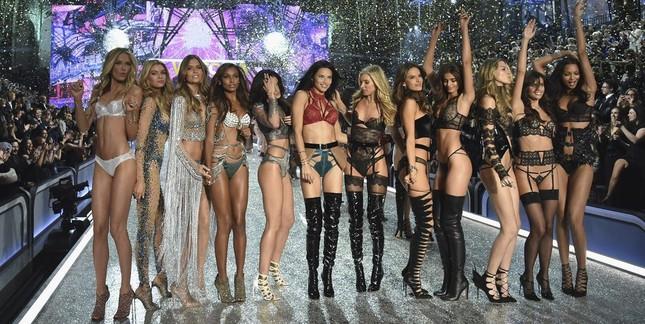 Những 'chân dài' nào sẽ góp mặt trong show Victoria's Secret 2018? ảnh 2