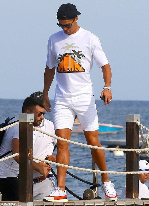 Bạn gái Ronaldo diện bikini thả dáng nuột nà trên biển ảnh 5